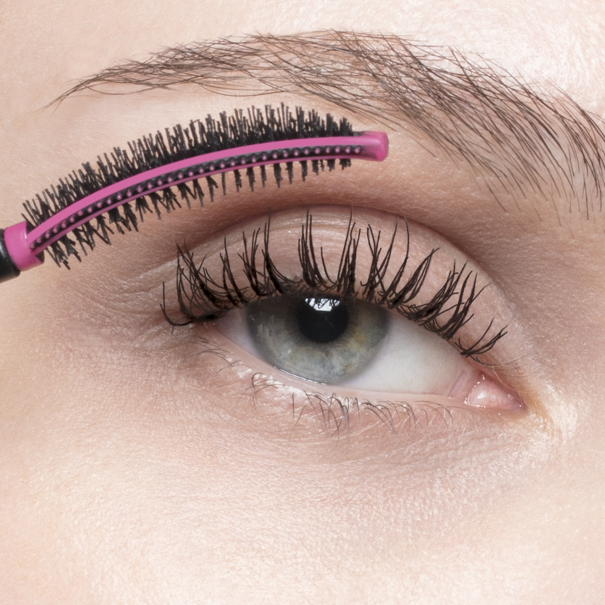 MASCARA VOLUME EFFECT FAUX CILS THE CURLER (MASCARA DE PESTAÑAS)